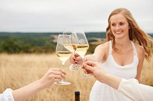 Werbefotografie für das Weingut Gebert. Die Emotionalität einer Marke gekonnt in Szene gesetzt. Fotograf: Michael Miklas