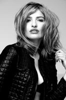 Fashion Fotos von Germanys Next Topmodel Sarina Nowak. Die Bilder entstanden neben weiteren Beauty Shots im Studio für Werbefotografie Hannover. Außerdem wurden 2 Fotos in dem Buch Blickfang. Deutschlands beste Fotografen abgedruckt.