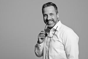 Businessfotos, Portraits. Model und Schauspieler Jörg Amrhein, Michael Miklas, Fotograf in Hannover, Fotostudio für professionelle Image- Businessfotografie und Schauspielerfotos