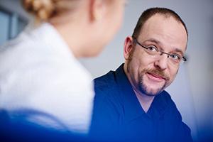Businessfotografie in Braunschweig bei der Invent GmbH. Unternehmensfotografie, die Emotionen und Qualität visualisieren kann. Der Mensch spielt hier die Hauptrolle.
