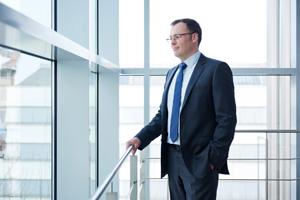 Michael Miklas zeigt die Serie Business Fotografie für die fme AG. Hochwertige professionelle Business Portraits für den Print- und Online-Bereich. Zeitgemäße moderne Business Fotos, die mit ihrer unkompliziert sympathischen Bildsprache überzeugen.