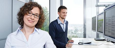 Michael Miklas, Business Fotograf mit Standort in Hannover und Hamburg, zeigt moderne Businessfotografie für die VHV Gruppe. Hochwertige Businessfotos für Personalanzeigen – unkompliziert, modern, sympathisch