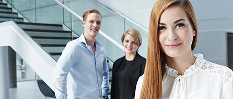 Businessfotografie Hannover und Hamburg / Michael Miklas, Fotograf für moderne professionelle Corporate und Businessfotografie setzt auch die Praktikanten perfekt in Szene. Alles in allem ein stimmiges Bildkonzept